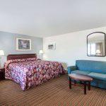 Relax Inn Brunswick, ME King Bed